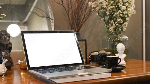 Fotografia Mockup laptop computer on dressing table.