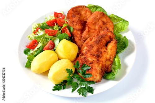 Fototapeta smażone filety z kurczaka, ziemniaki i sałata obraz