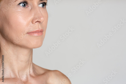 Cuadros en Lienzo  Middle-aged woman after anti-aging treatment, grey background