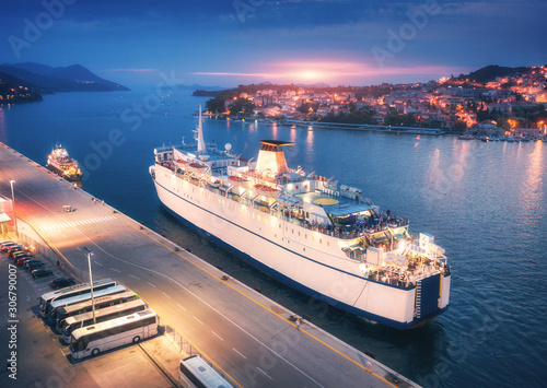 Fotomural Aerial view of cruise ship in port at sunset