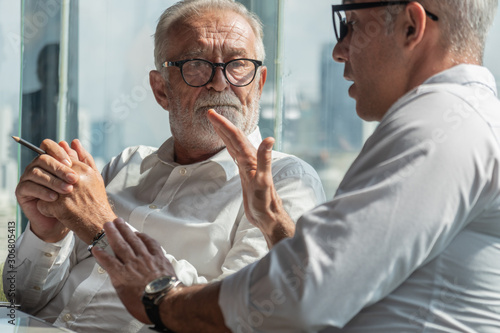 Photo senior board executive having business conversation with businessman in office