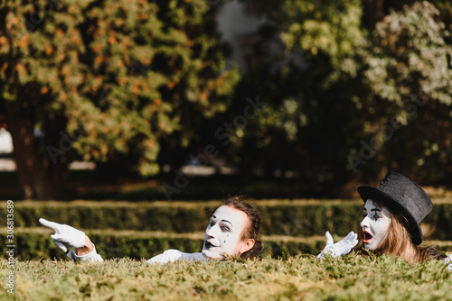 Photo Street artists performing, Two mimes man and woman in april fools day
