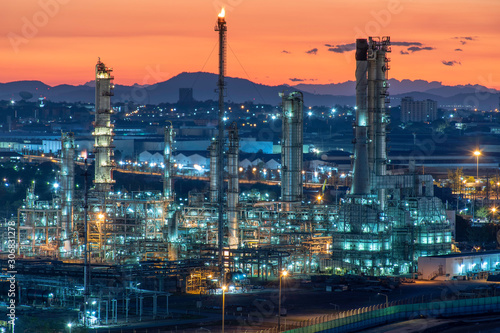 Fototapeta oil refinery at night obraz