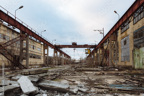 Photo Territory of abandoned industrial area waiting for demolition