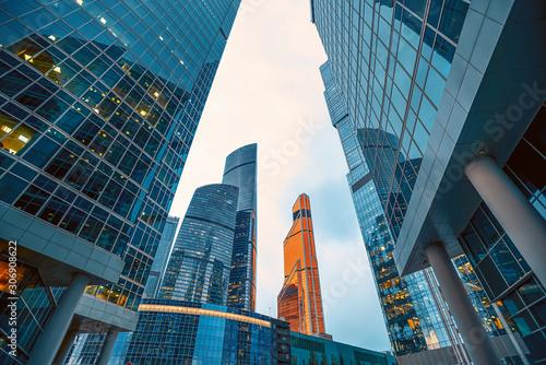 Fotografía Tops of modern corporate buildings against the gloomy sky