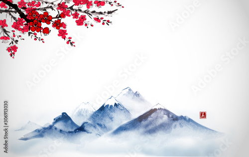 Photo Far blue mountains and sakura blossom hand drawn with ink