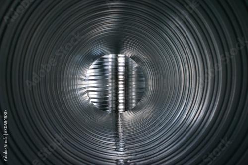 Valokuva Blick in ein Wickelfalzrohr für den Lüftungsbau