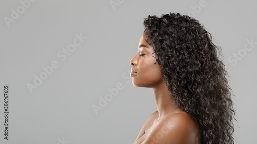 Obraz Profile portrait of beautiful african american woman with curly long hair - fototapety do salonu