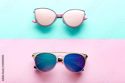 Canvas Print Modern sunglasses on colorful background