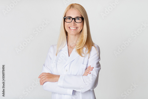 Fotografie, Tablou Friendly woman doctor in white uniform, smiling to camera