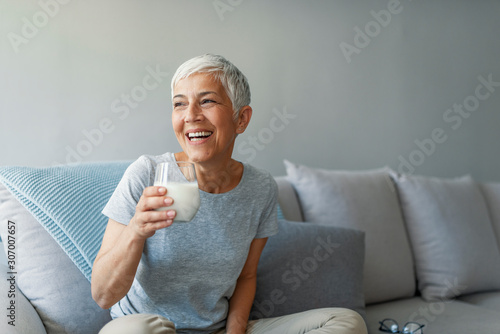 Senior woman's hands holding a glass of milk Canvas-taulu