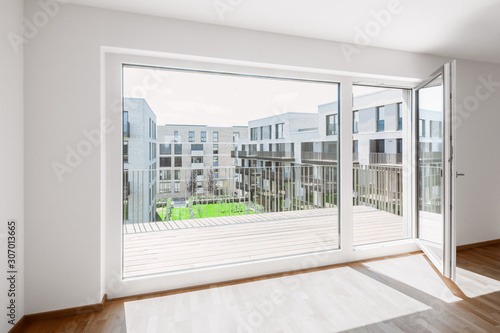 Photo Speyer – Wohnen am Fluß – Blick aus einer Wohnung in den begrünten Innenhof