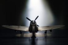 古い時代の戦闘機の模型