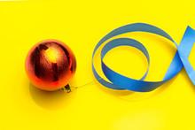 Bola Roja Decorativa De Navidad; Bolas Que Se Ponen En Los árboles De Navidad Para Decorarlos; Para Decorar Las Casas, Las Puertas, Los Centros De Las Mesas