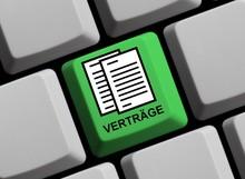 Grüne Tastatur Mit Beschriebenen Papieren Zeigt Verträge