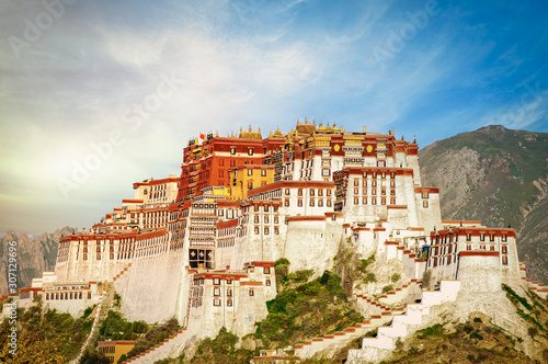 The famous Potala Palace in Lhasa, Tibet Fototapeta