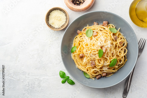 Classic spaghetti pasta carbonara with pancetta, egg yolk and parmesan cheese on concrete background Obraz na płótnie
