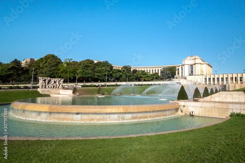 Valokuvatapetti Fountains at Tracadero gardens