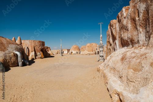 set del rodaje abandonado de Star Wars - planeta Tatooine en el desierto de Túne Wallpaper Mural