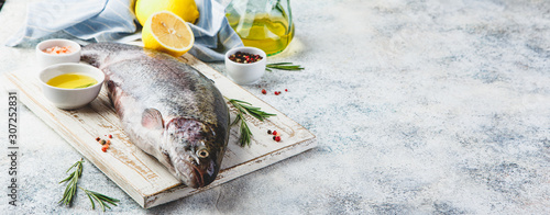 Fotografia Raw rainbow trout light background
