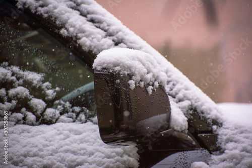 Valokuvatapetti Contours of an SUV under the snow