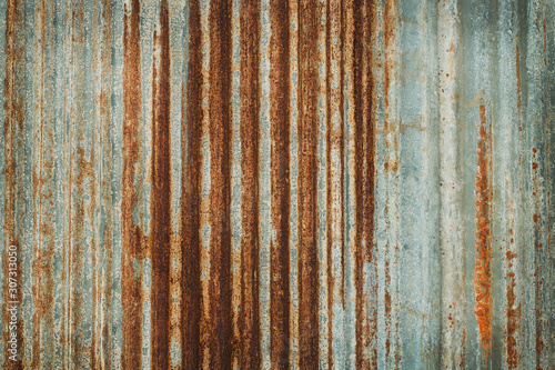 Foto Old zinc wall texture background, rusty on galvanized metal panel sheeting