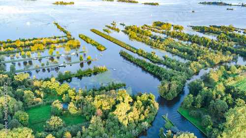 Photo Aerial drone view of typical Dutch landscape with canals, polder water, green fi