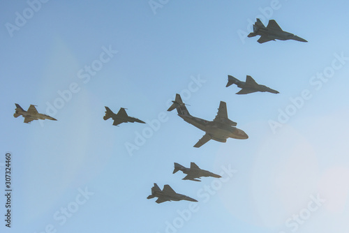 Military aircraft flying for display Tablou Canvas