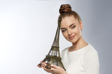 Fashion Woman With The Eiffel ...