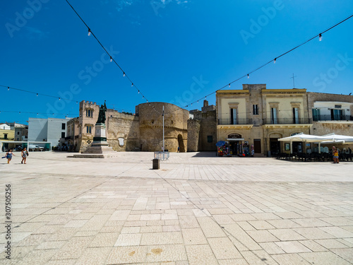 Foto op Plexiglas Historisch mon. Italy, Province of Lecce, Otranto, String lights hanging over monument of female martyr on Piazza?degli?Eroi
