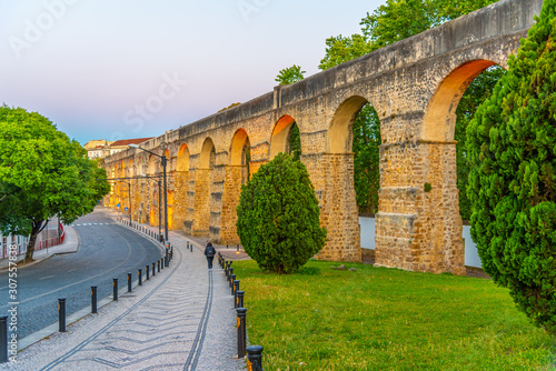 Photo Sunset view of aqueduct passing by next to the botanical garden at Coimbra, Port