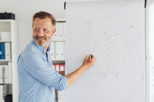 Fototapeta Smiling confident businessman giving presentation obraz