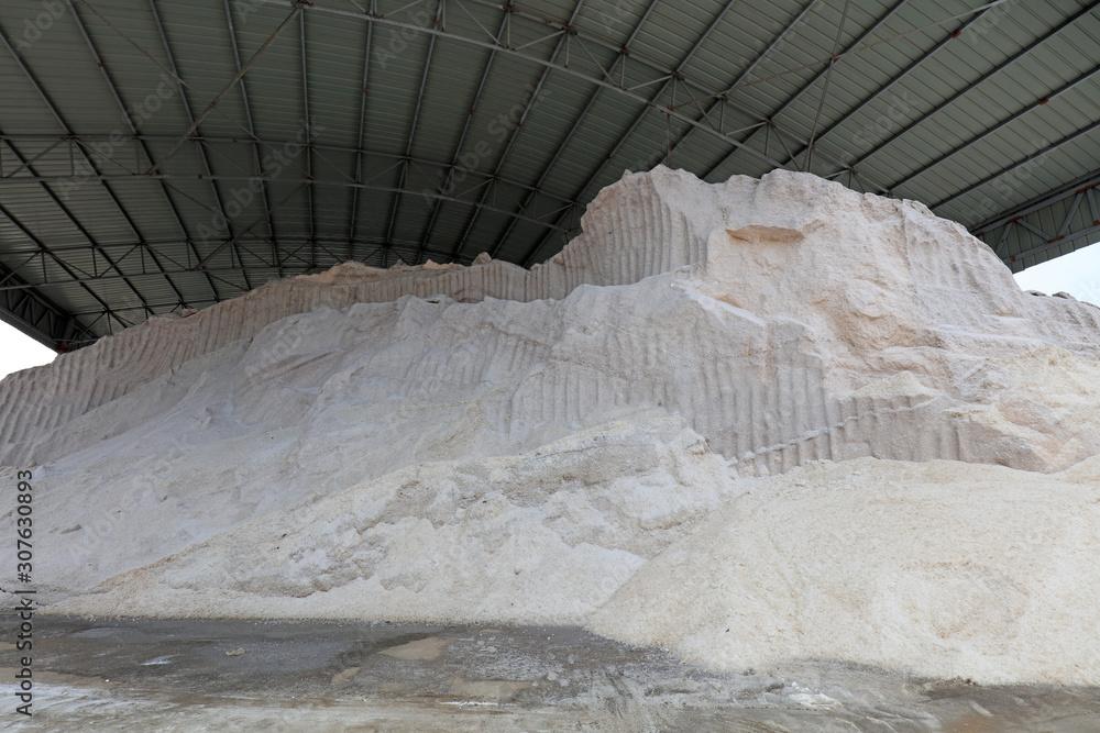 Fotografie, Obraz Pairs of edible salt piled up in a salt manufacturer, China