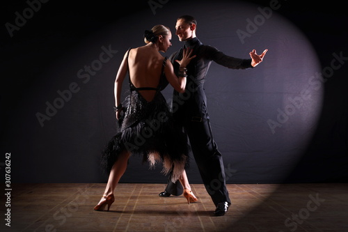 Photo Dancers in ballroom isolated on black background