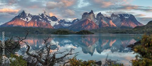 Lac Pehoé, Torres del Paine Wallpaper Mural