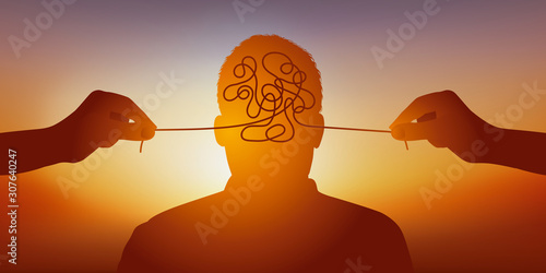 Concept de la folie et des maladies mentales avec un homme vu de face et des mains qui tire un fil pour symboliquement dénouer les nœuds de son cerveau Wallpaper Mural