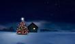 Glänzend leuchtender Christbaum im Schnee bei einer Holzhütte mit leuchtendem Fenster