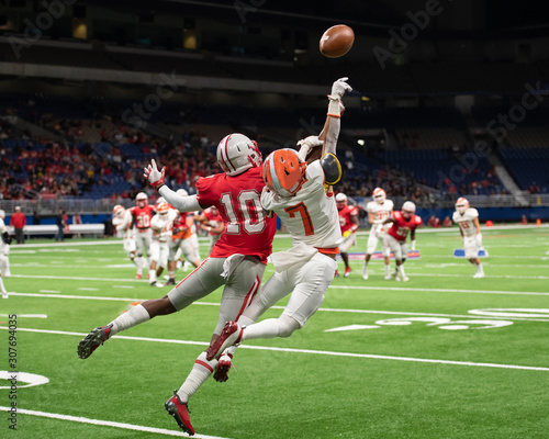 Canvas Print Great action photos of high school football players making amazing plays during