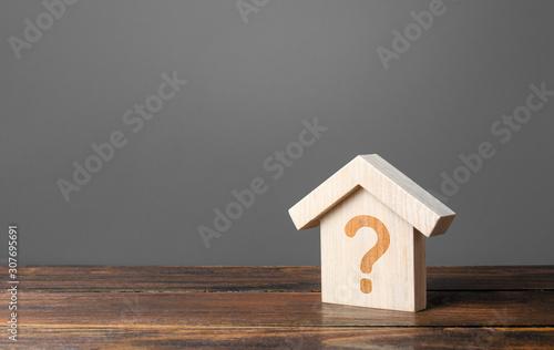 Fotografía Question mark on a wooden house