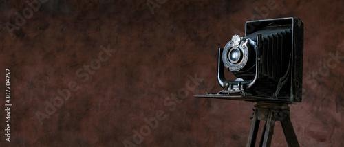 Obraz old camera on vintage background - fototapety do salonu