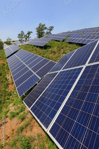Fotografía solar panel on the hillside