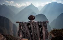 Mann Mit Hut Vor Bergen