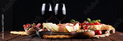 Fotografía Italian antipasti wine snacks set