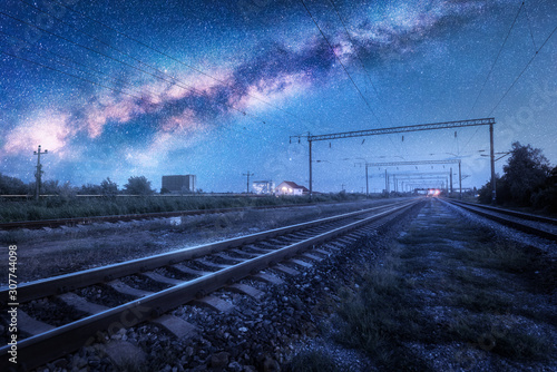 Fotografía  Milky Way over the railway station at starry night