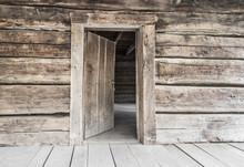 Open Front Door. Rustic Abandoned Log Cabin With Open Front Door In The Great Smoky Mountains.
