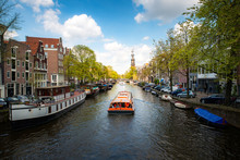 Amsterdam Canal With Cruise Sh...