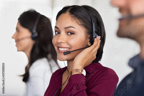 Young latin woman in customer service center Fototapet