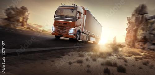 Cuadros en Lienzo  LKW fährt bei Sonnenaufgang