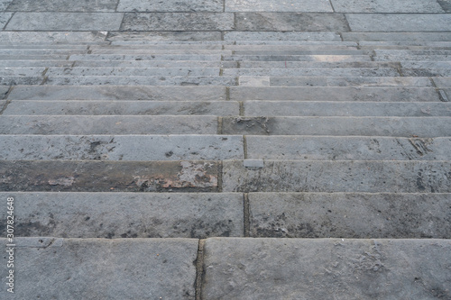 Photo Treppe von oben gesehen als Symbol für Fallhöhe auf der Karierreleiter
