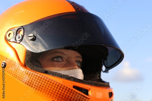 Cuadros en Lienzo Female race car driver wears helmet and balaclava